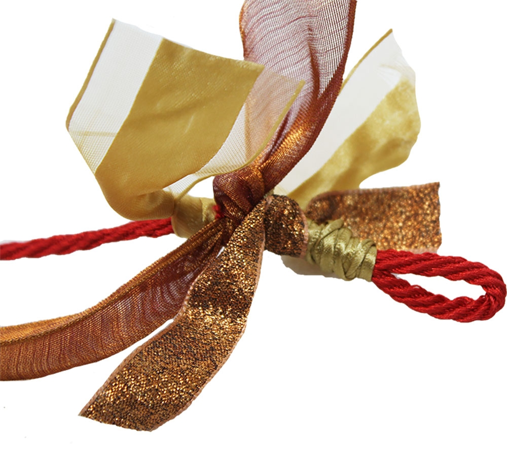 Knotted ribbons on the garland