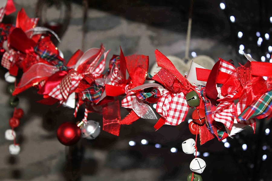 red themed ribbon garland