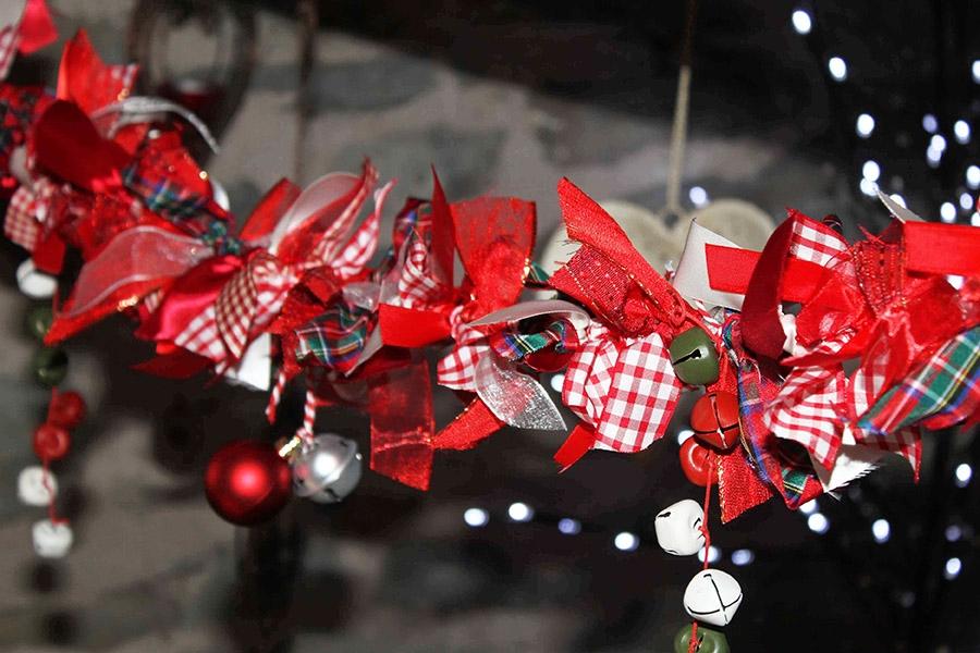 red themed ribbon garland